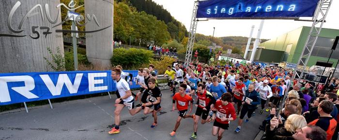 Rekorde und tolle Stimmung beim 3. RWE-Lichterlauf: 410 Teilnehmer und neue Bestzeiten an der sieg-arena