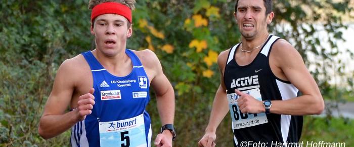 Jonas Hoffmann setzt neue Siegerlandbestmarke über 10 Kilometer auf 30:54 Minuten