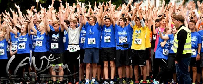 Buntes Farbenmeer beim 4. Siegerländer Volksbank Schülerlauf