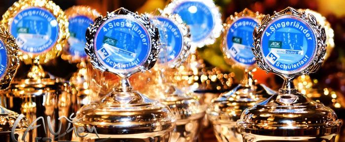 Siegerteams des 4. Siegerländer Volksbank-Schülerlaufs geehrt