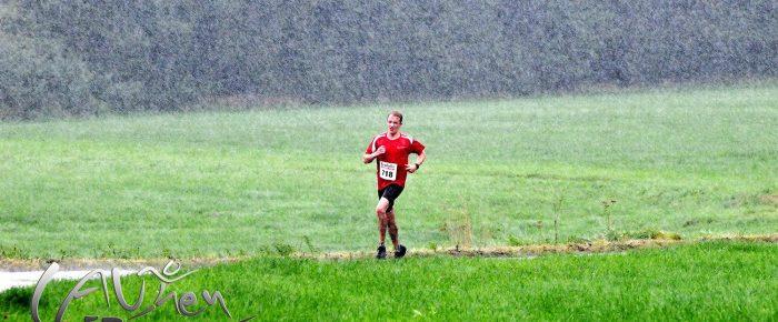 Platzregen beim 35. Kindelsberglauf – Orientierungsläufer wider Willen