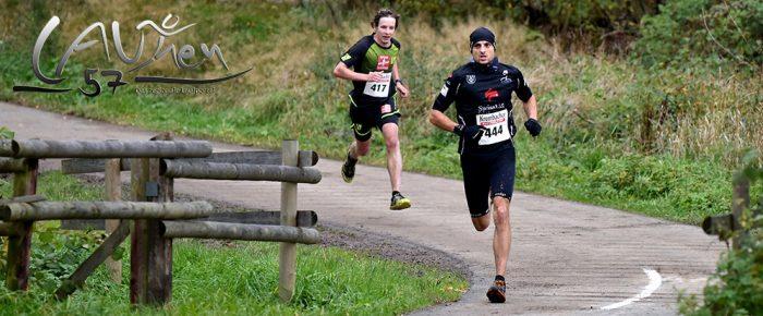 Timo Böhl gewinnt beim 45. Rothaar-Waldlauf 2017 spannendes Laufduell gegen Seriensieger Tim Dally