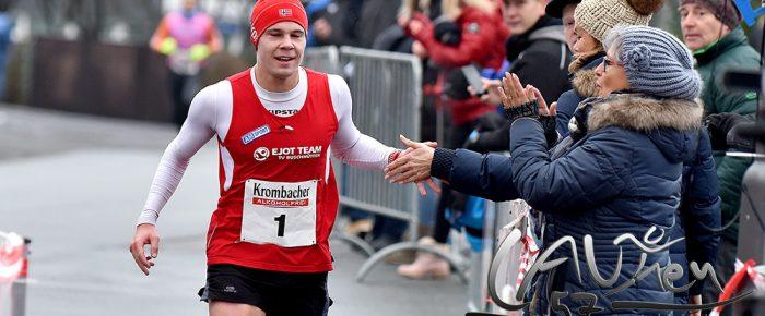 Jonas Hoffmann gewinnt auch den 5. Wilnsdorfer Adventslauf